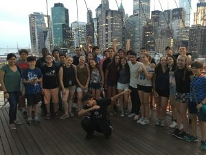 Explore NYC cook with the best chefs! On the Brooklyn Bridge with campusNYC
